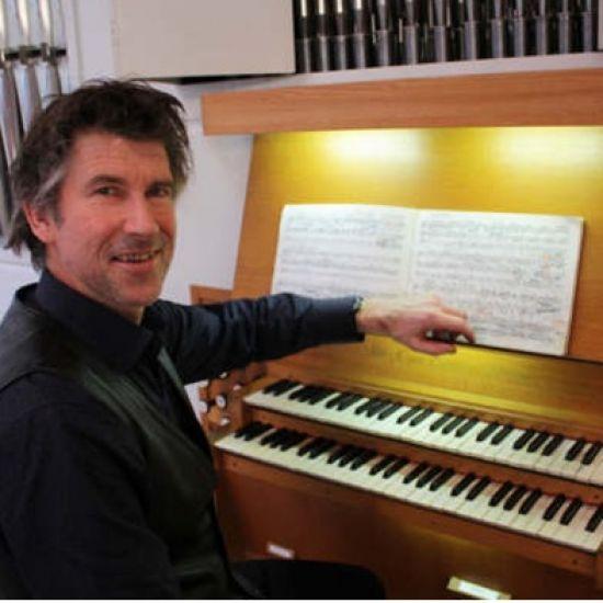 Marktconcert met samenspel op orgel en piano
