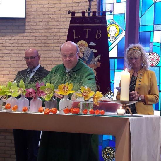 Bisschop Van den Hende gaat voor bij Oogstdankdag